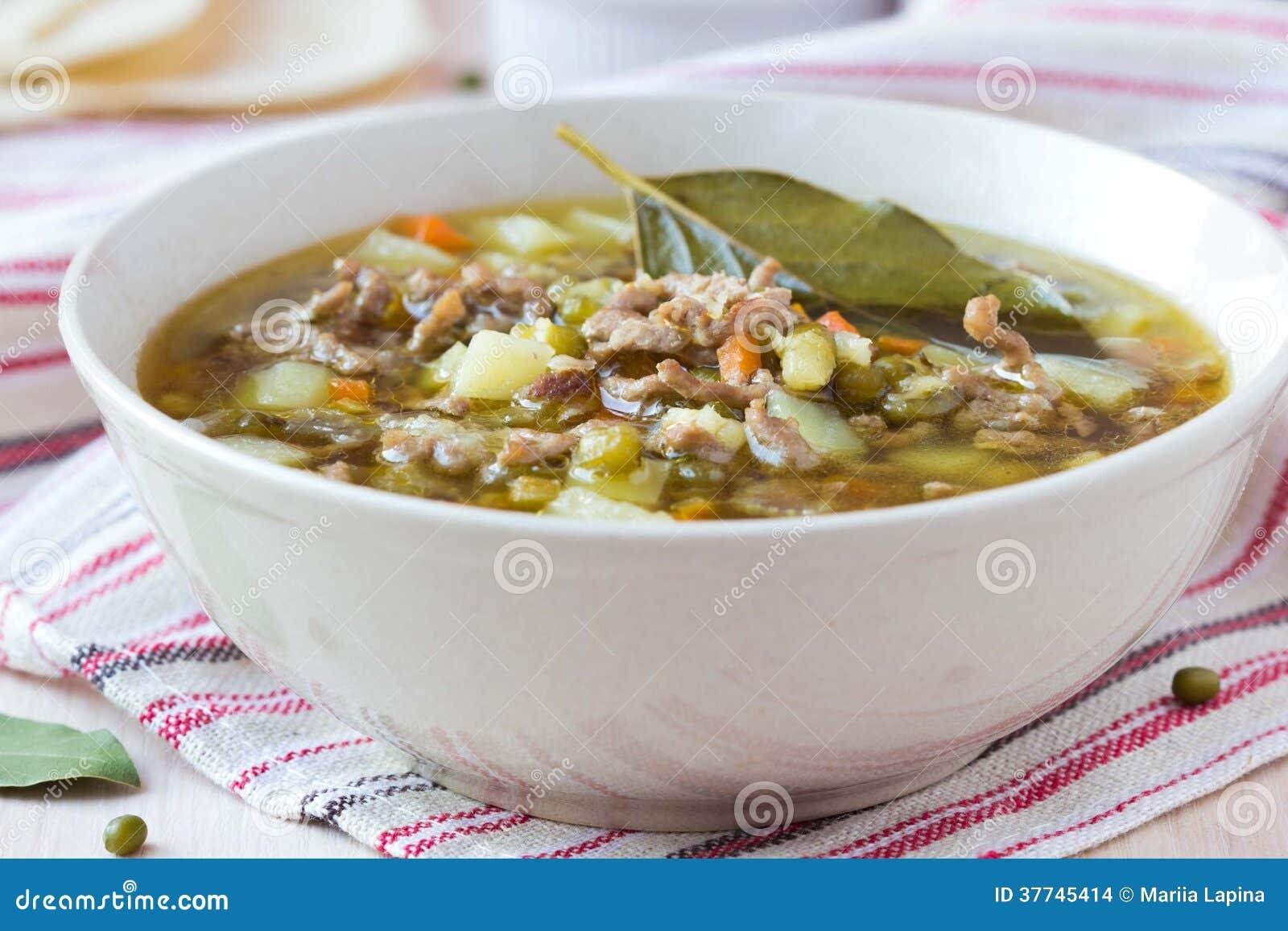 Fleischsuppe mit Rindfleisch, grüne Bohnen Mungs, Hülsenfrüchte, heißer Inder