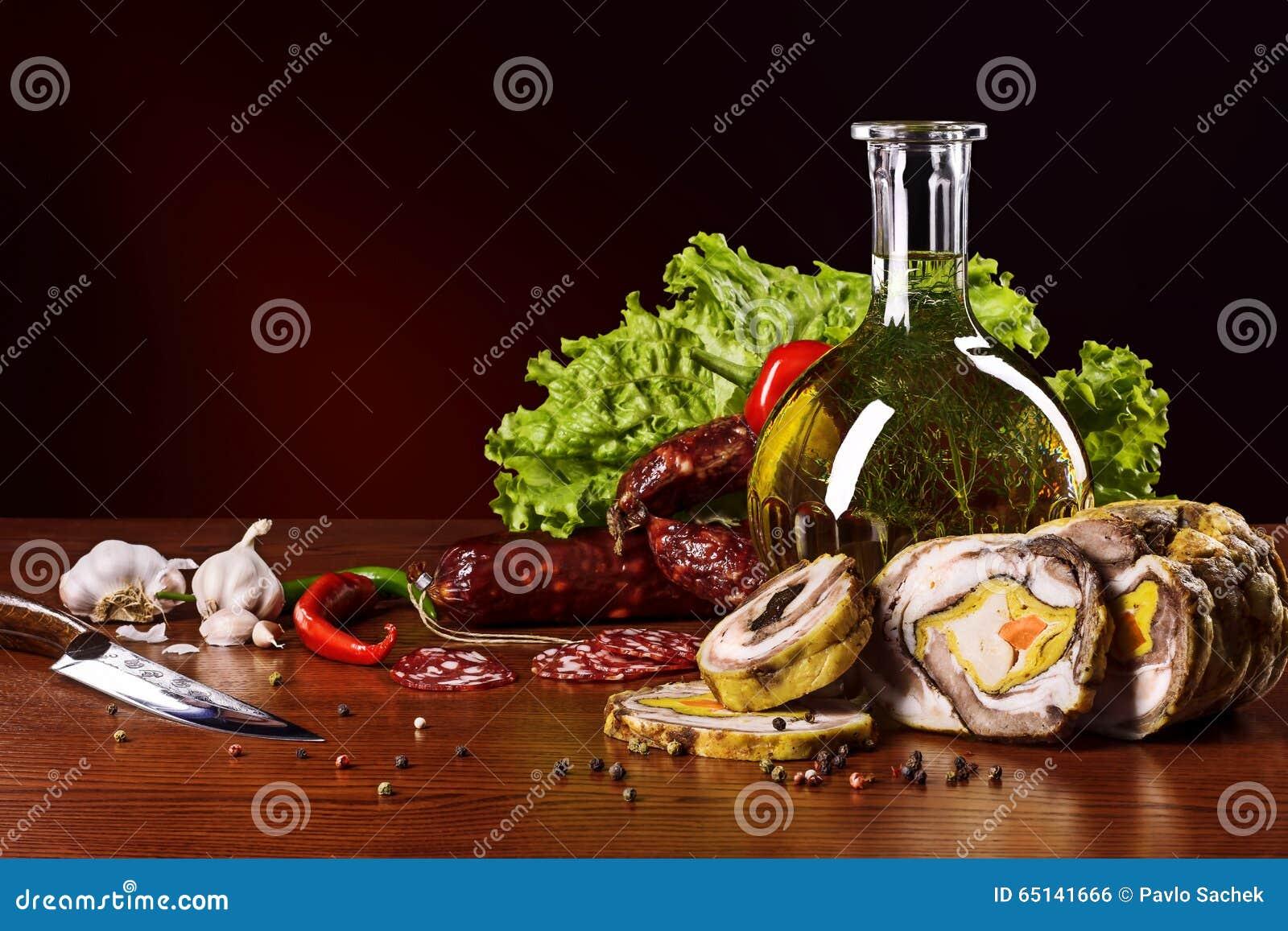 Fleischwaren mit Gemüse und Gewürzen