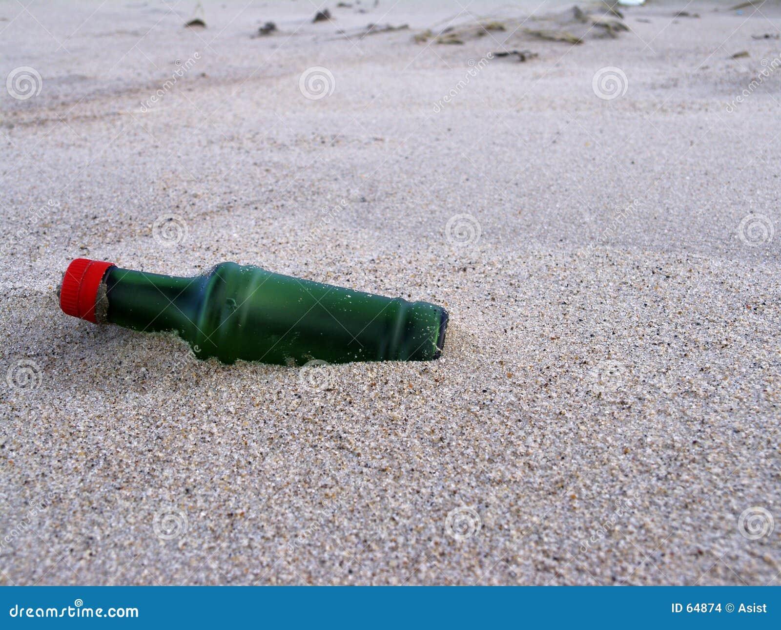 Fles bij het strand