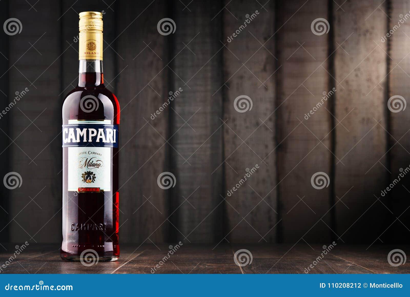 Fles Campari, een alcoholische likeur van Italië