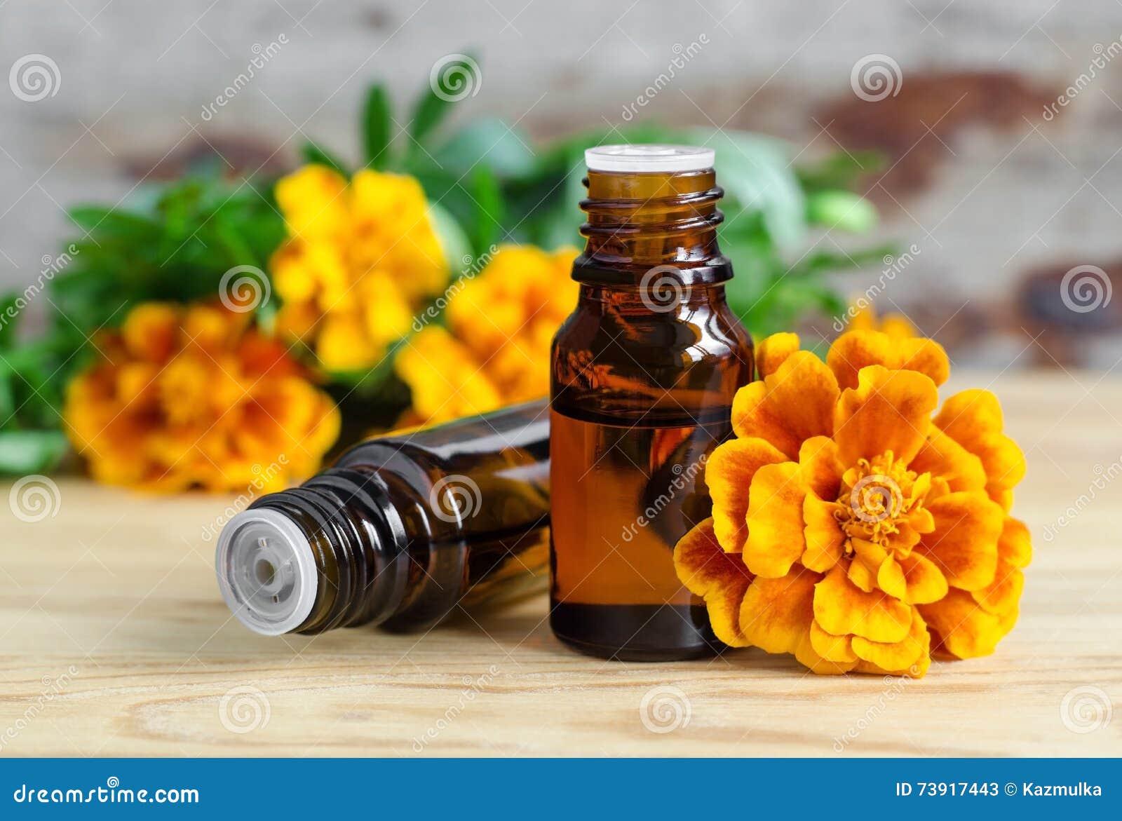 Fles essentiële goudsbloemolie (Tagetes-bloemenuittreksel, tint, infusie)