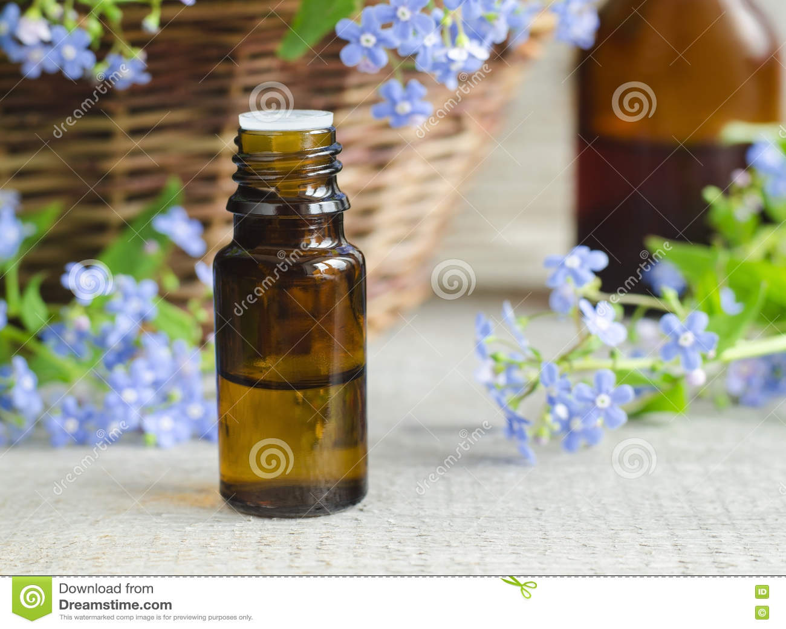 Fles etherische olie (de tint van Vergeet-mij-nietjebloemen)