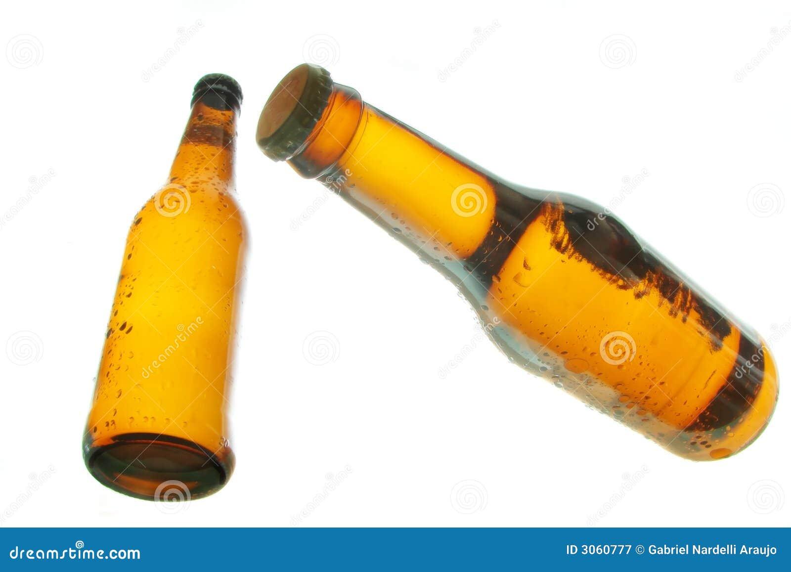 Flessen bier het drijven