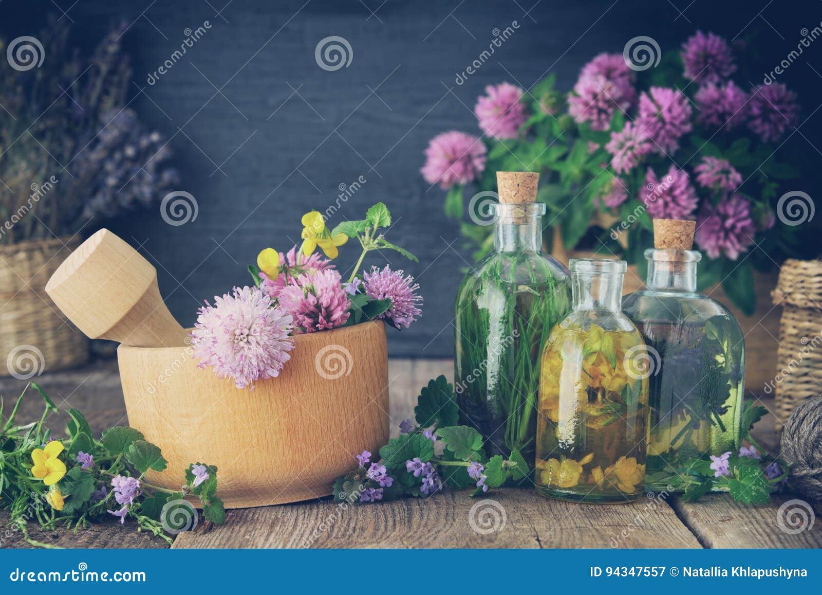 Flessen van tint of infusie van gezonde kruiden