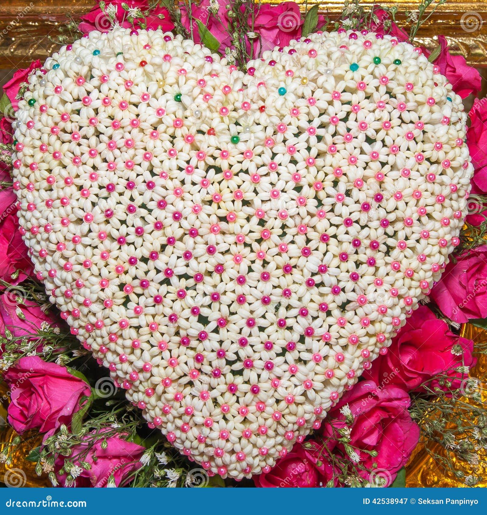 Fleur en forme de coeur photo stock image 42538947 - Fleur en forme de coeur ...