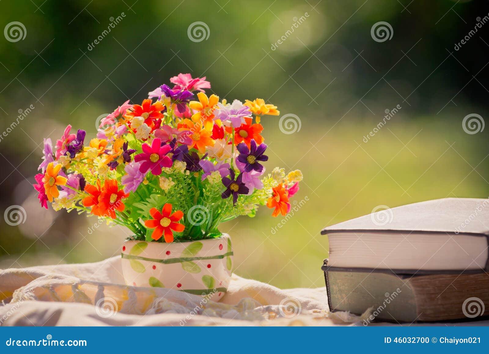 Fleur et livre la nature photo stock image 46032700 - Initiatives fleurs et nature ...