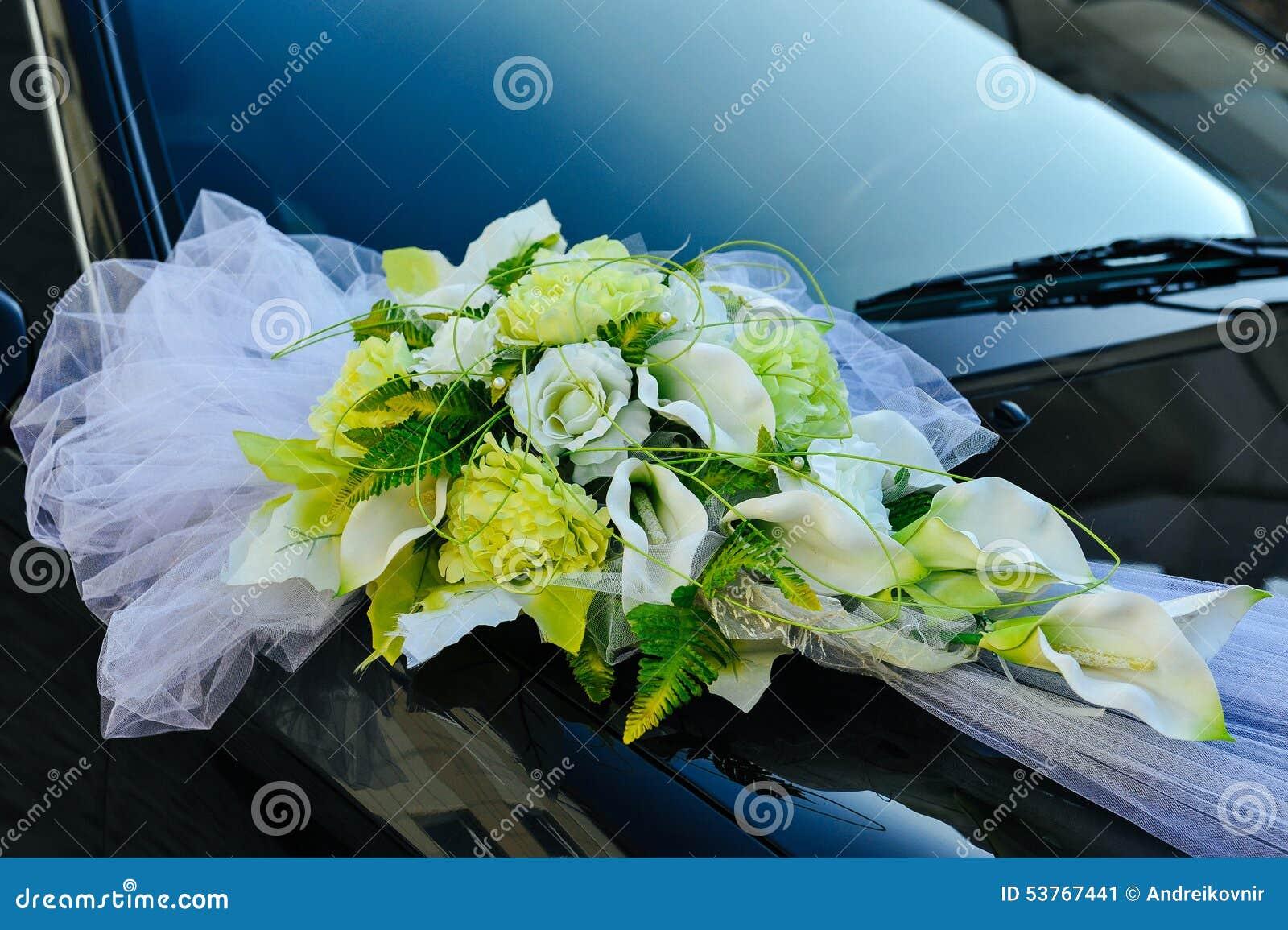 Fleur romantique de d coration sur la voiture de mariage dans le noir photo stock image 53767441 Decoration voiture mariage romantique
