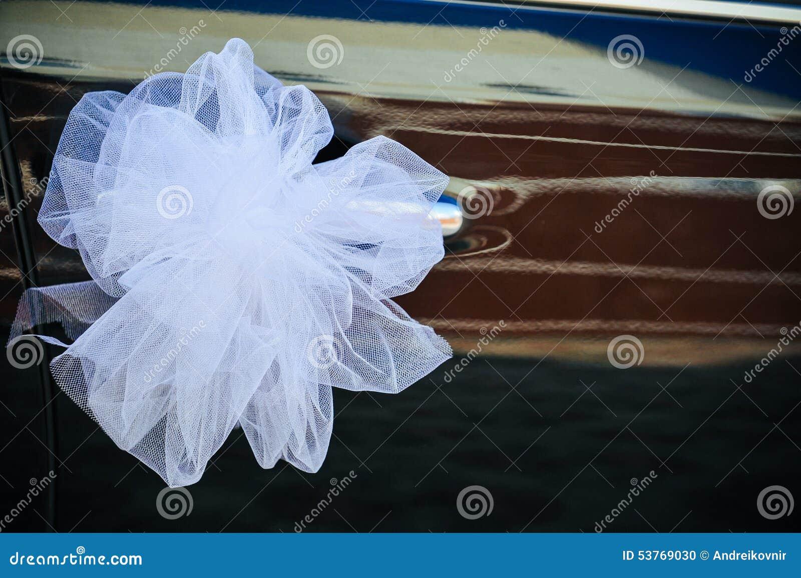 Fleur romantique de d coration sur la voiture de mariage dans le noir photo stock image 53769030 Decoration voiture mariage romantique