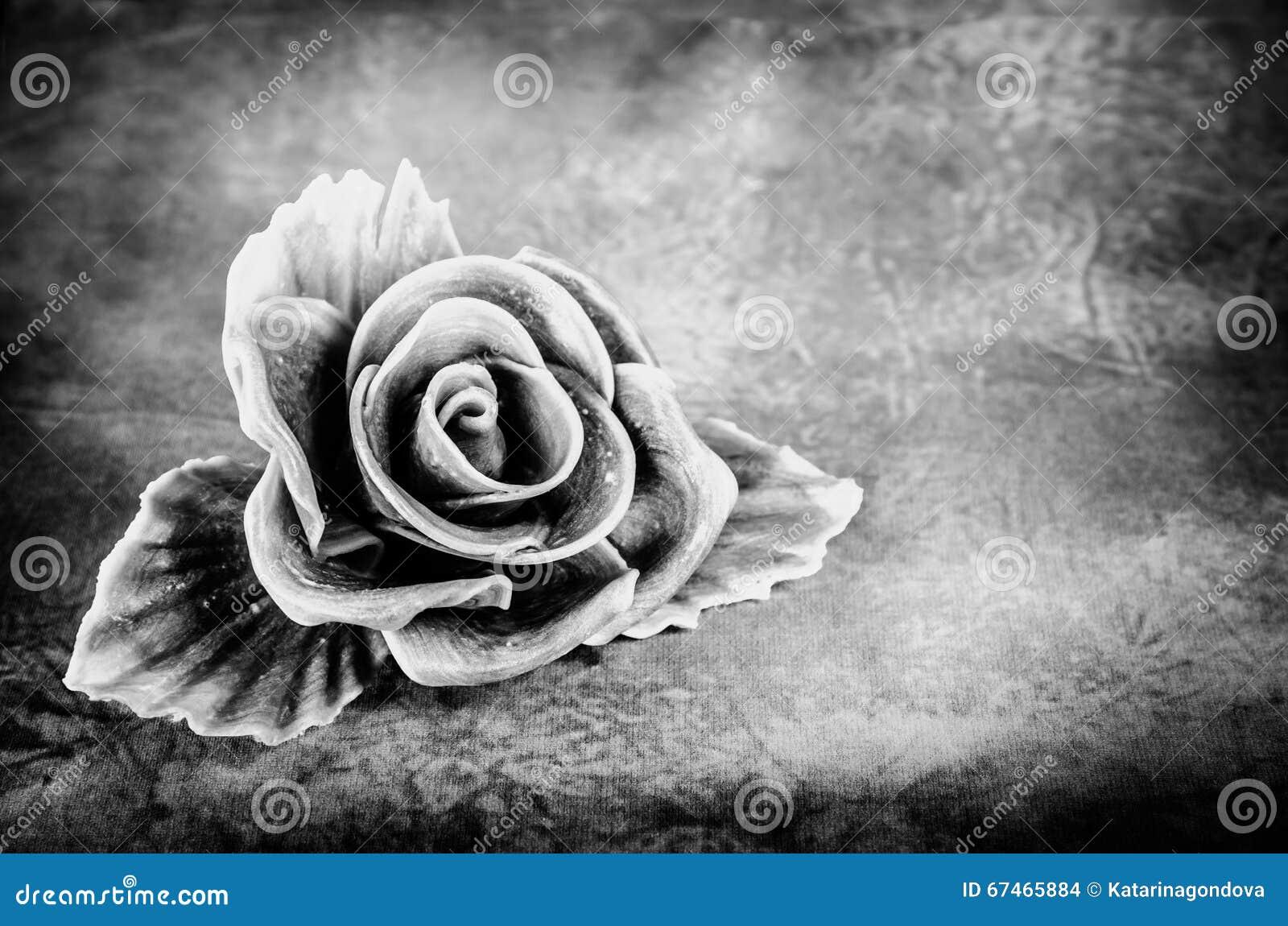 fleur rose triste photo stock - image: 67465884