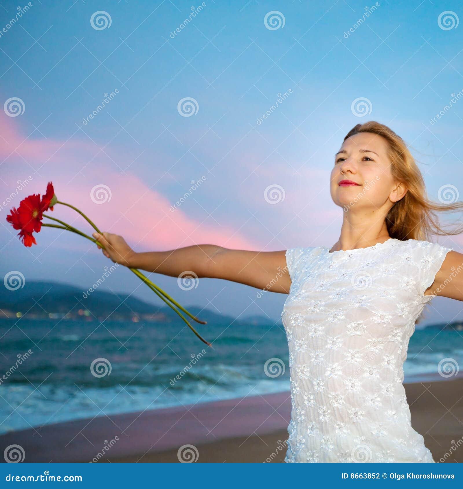 Fleurit des jeunes de femme