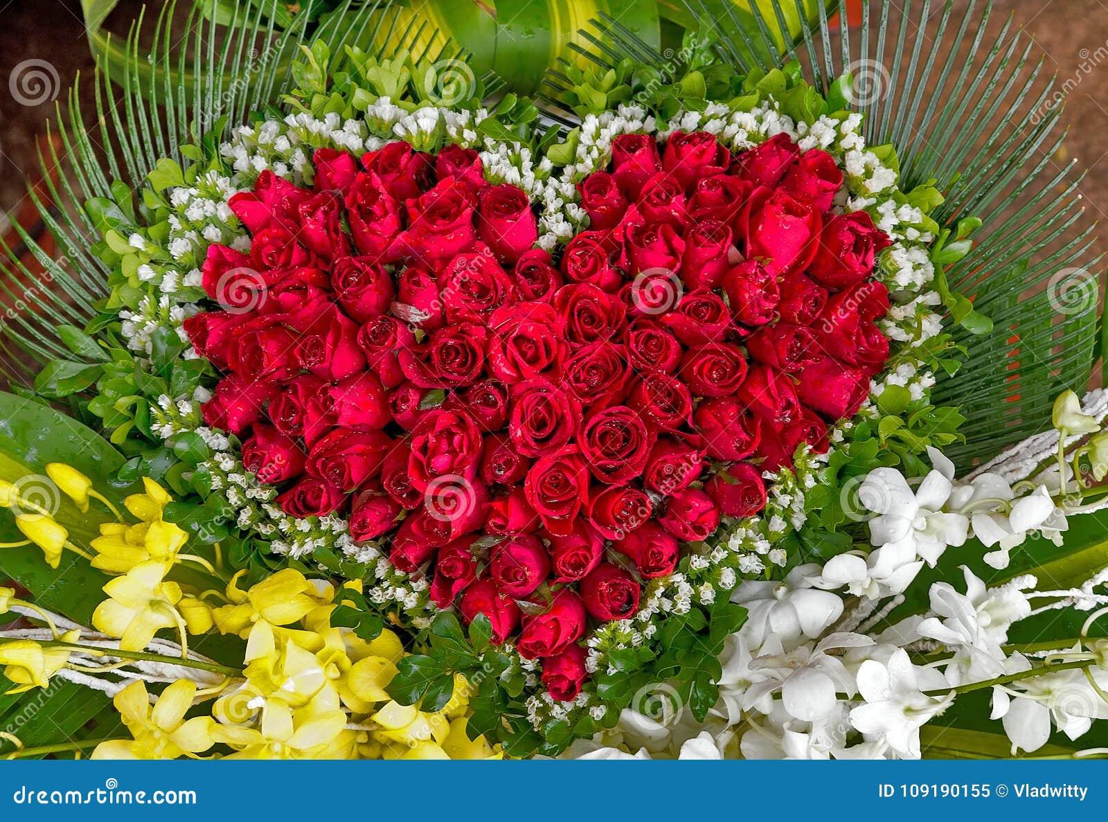 Bouquet De Fleur Pour St Valentin fleurit le bouquet de la carte heureuse de saint-valentin de