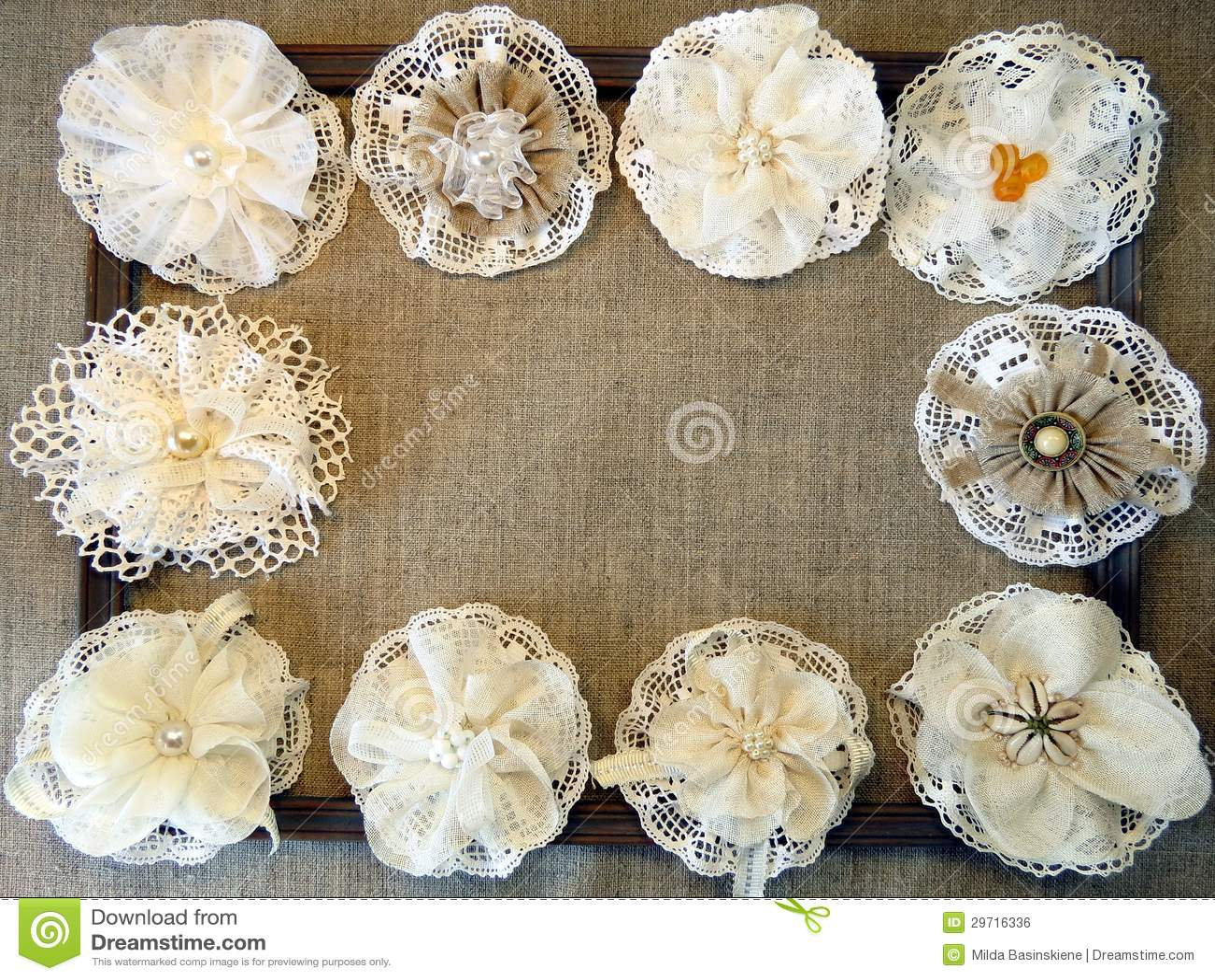 Fleurs artificielles de tissu image libre de droits for Fleurs artificielles tissu