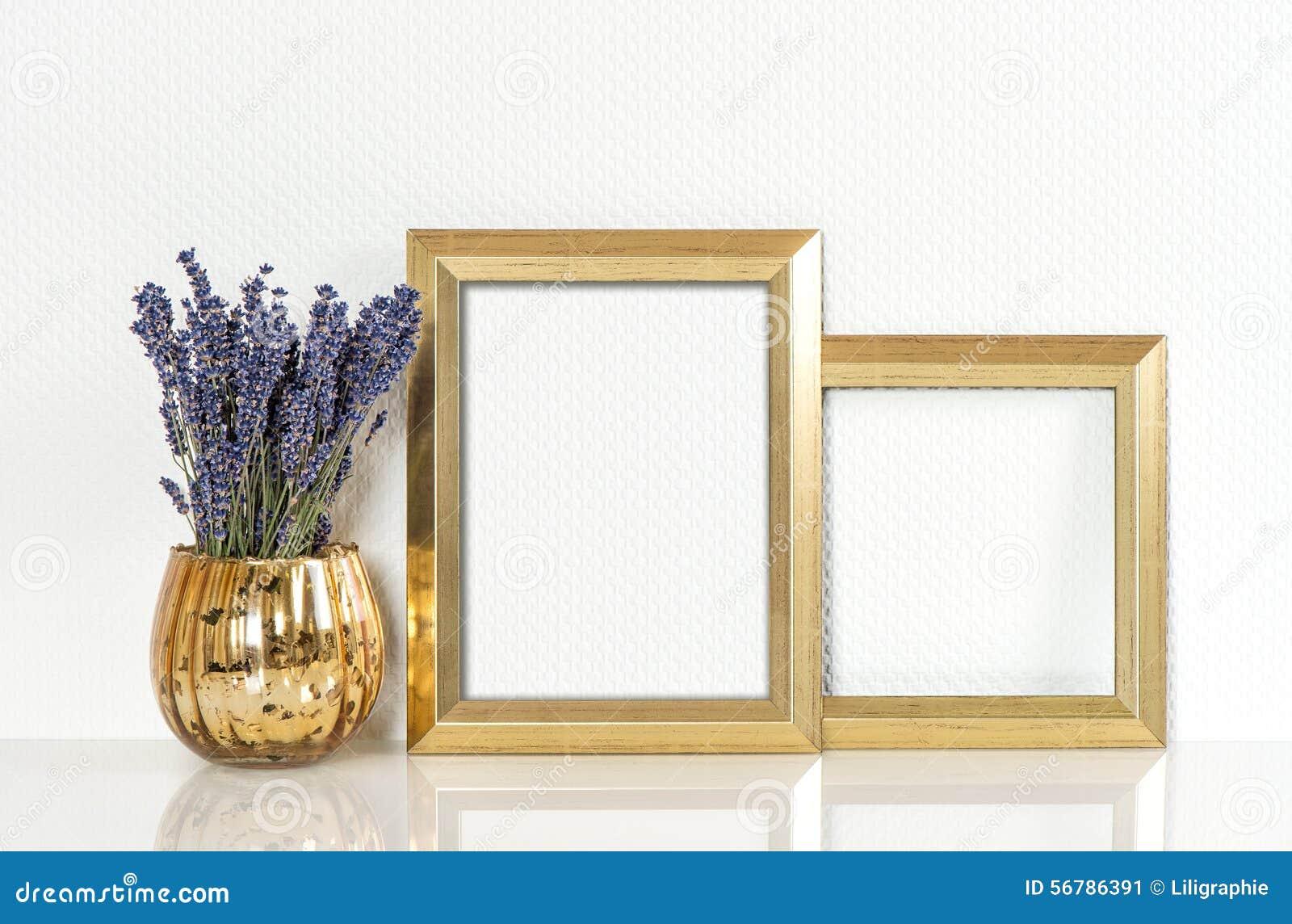 Fleurs d or de cadre de tableau et de lavande Moquerie de style de vintage