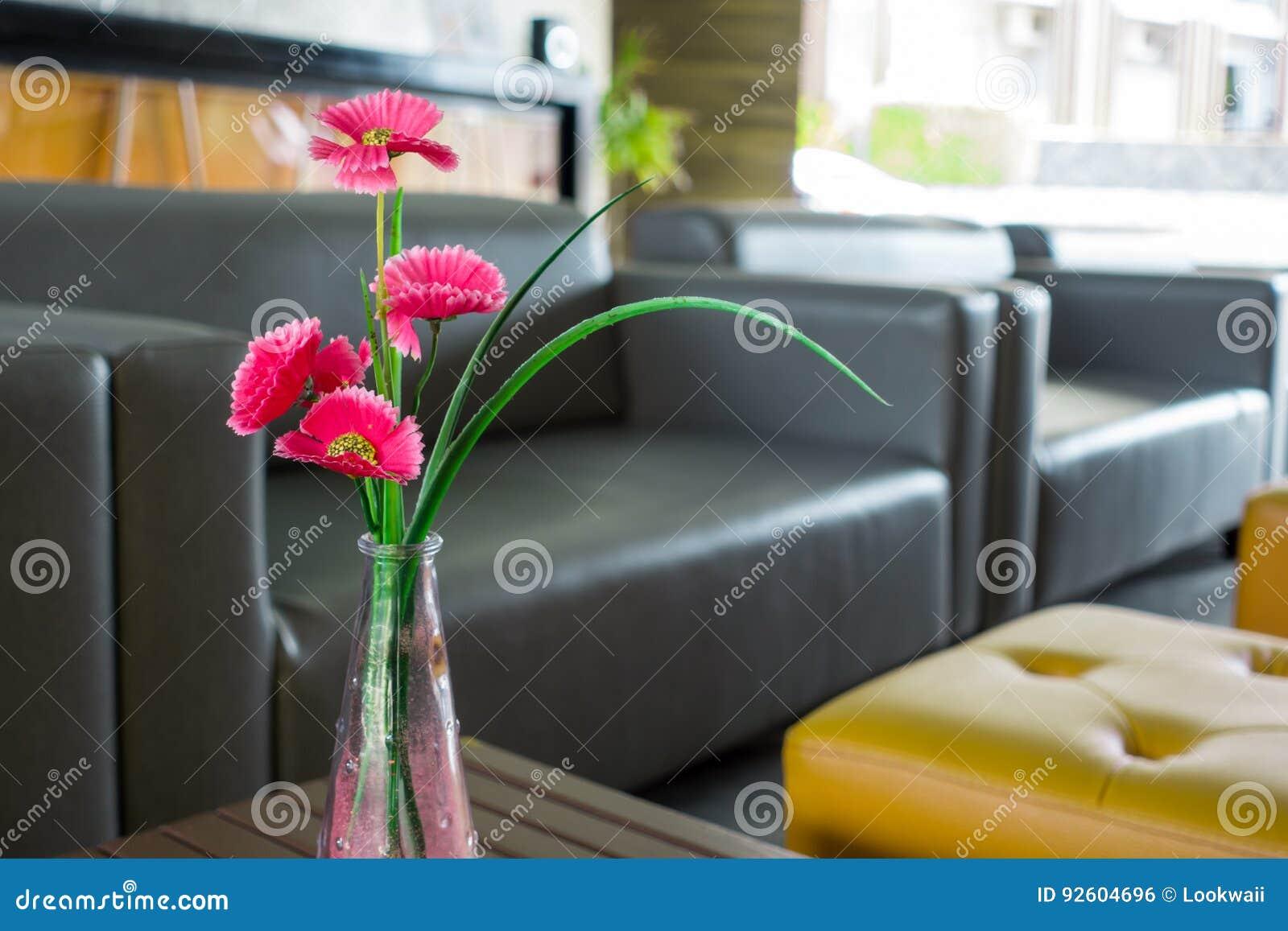 Fleur Pour Decoration Salon fleurs dans des vases pour la décoration de salon photo