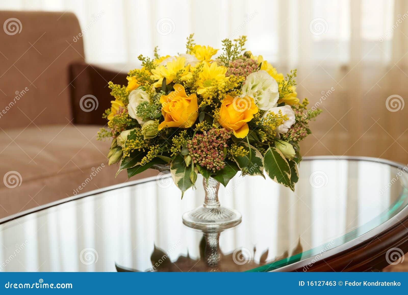 Fleurs dans une chambre d hôtel
