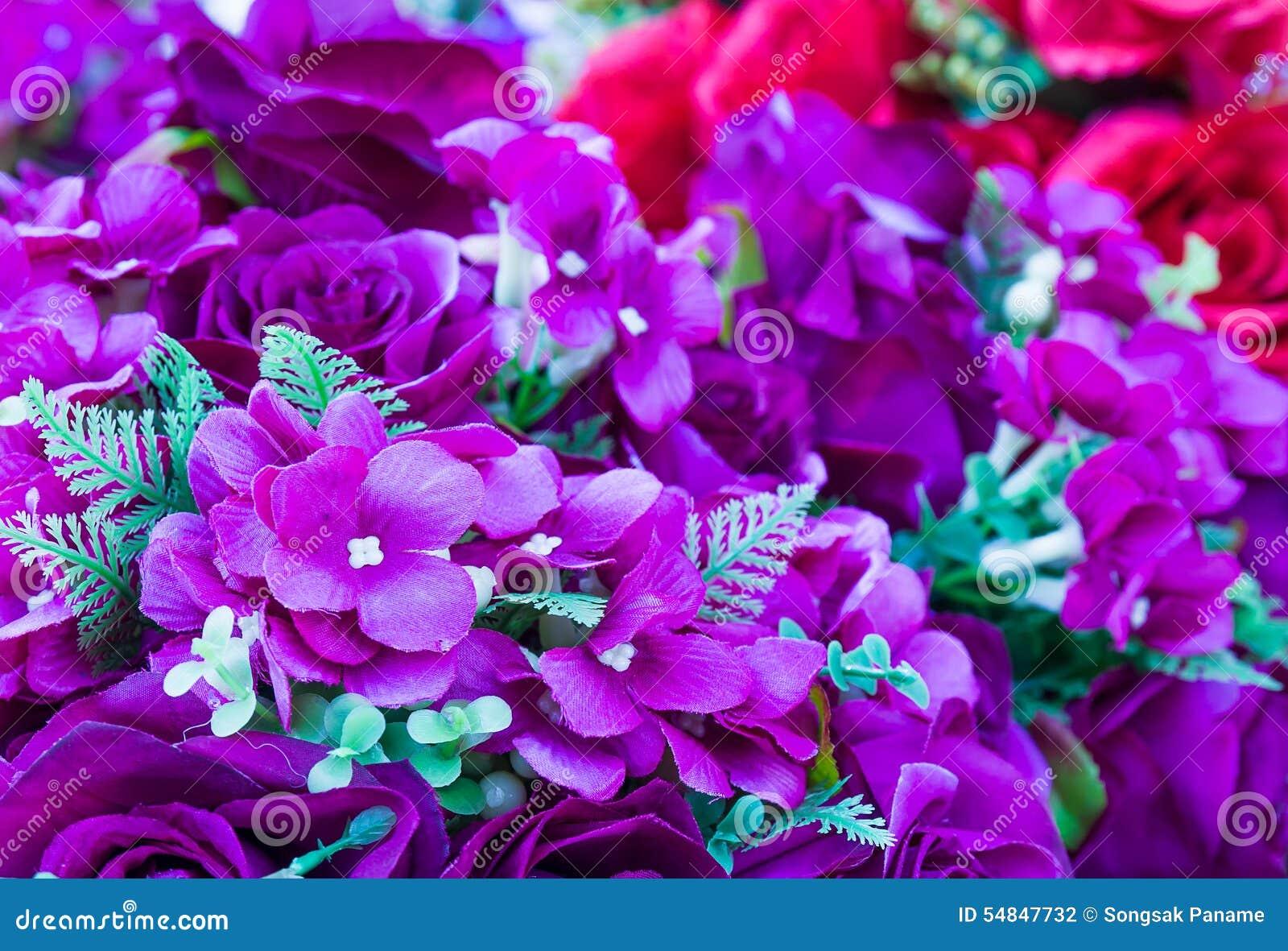 [Jeu] Association d'images - Page 17 Fleurs-de-couture-faites-main-de-fausse-fleur-violette-54847732