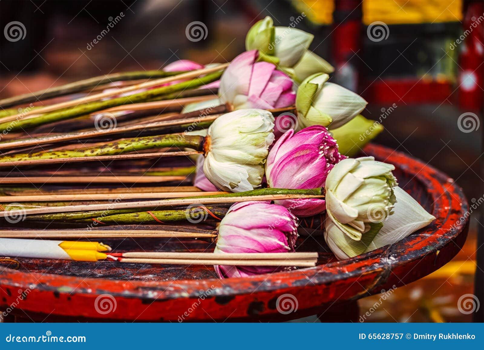 Fleurs de Lotus utilisées comme offrant dans le temple bouddhiste