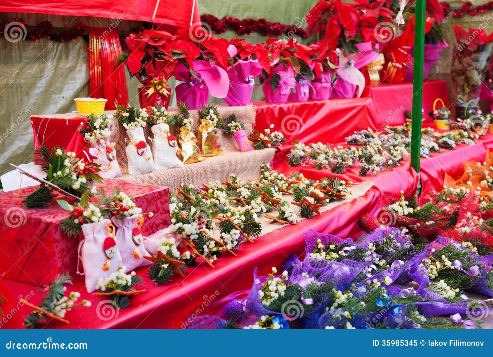 Fleurs et décorations au marché de Noël