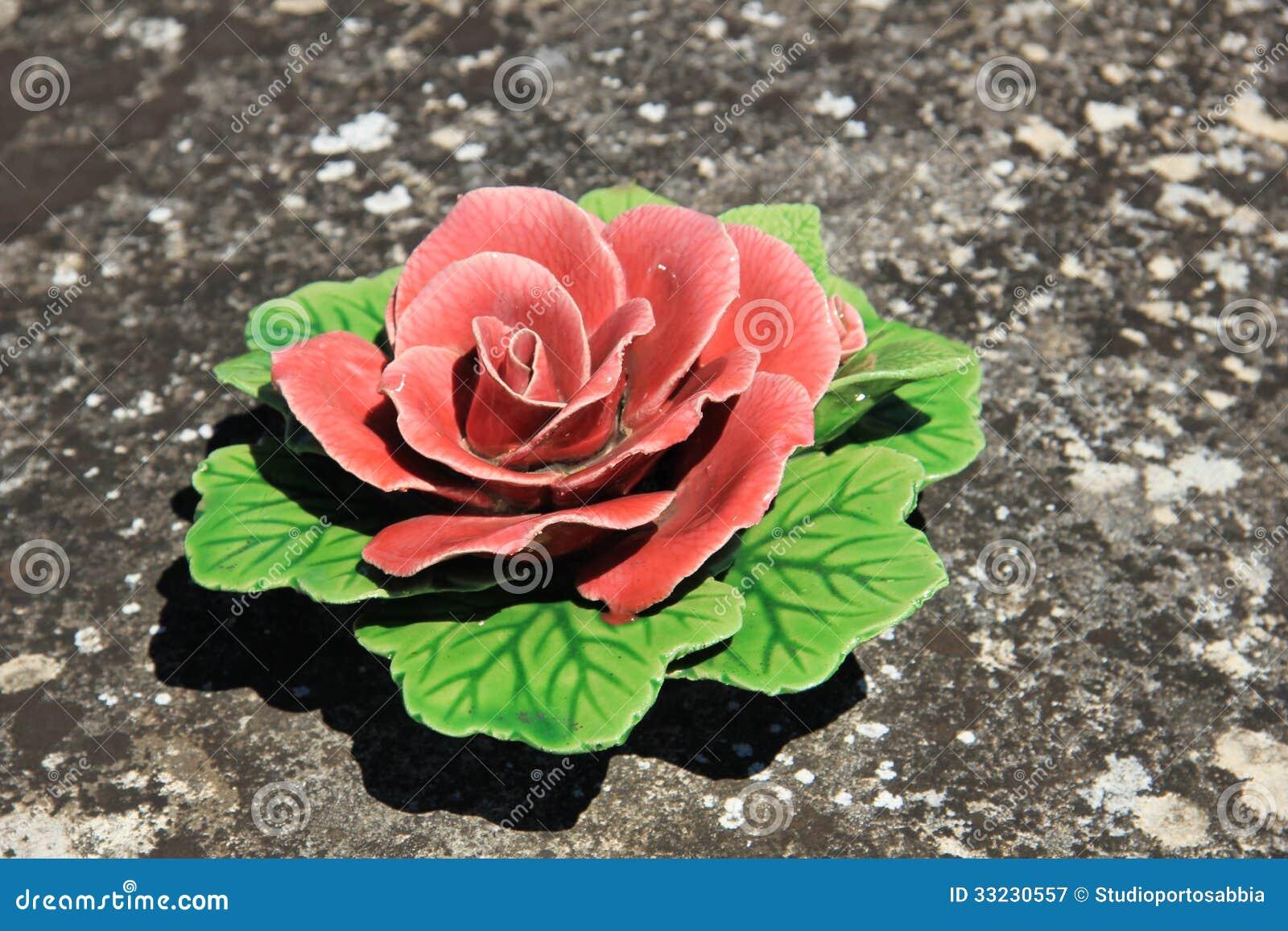 fleurs graves en c ramique photographie stock libre de droits image 33230557. Black Bedroom Furniture Sets. Home Design Ideas