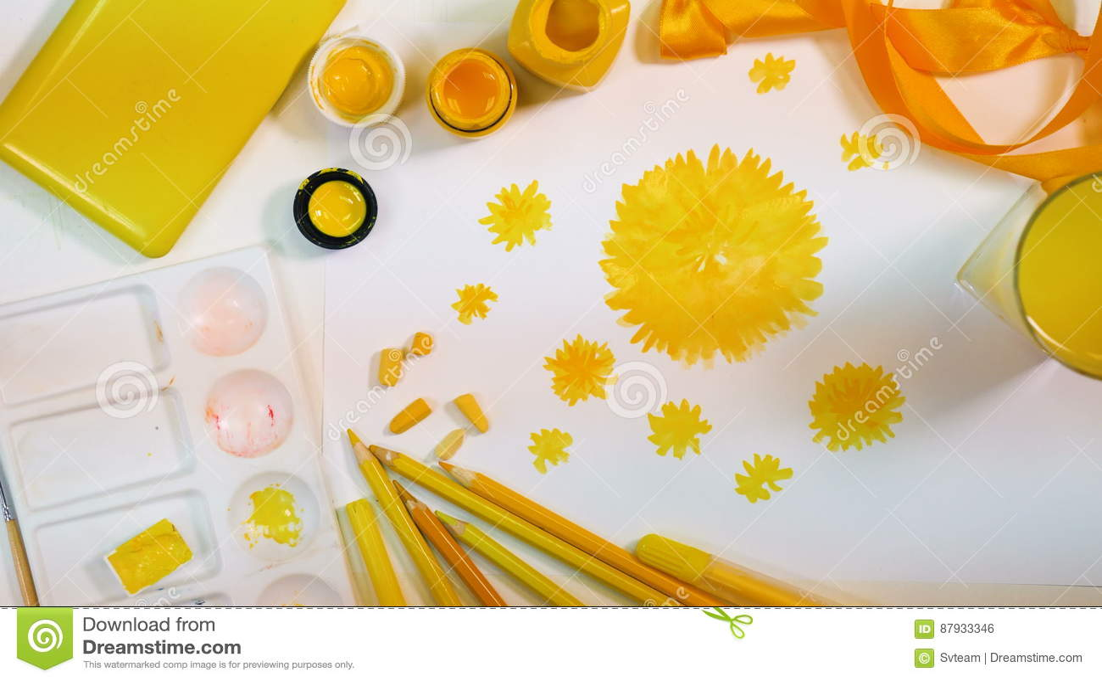 Fleurs Jaunes Dessinées Bureau Dartiste Palette De Couleurs Jaune
