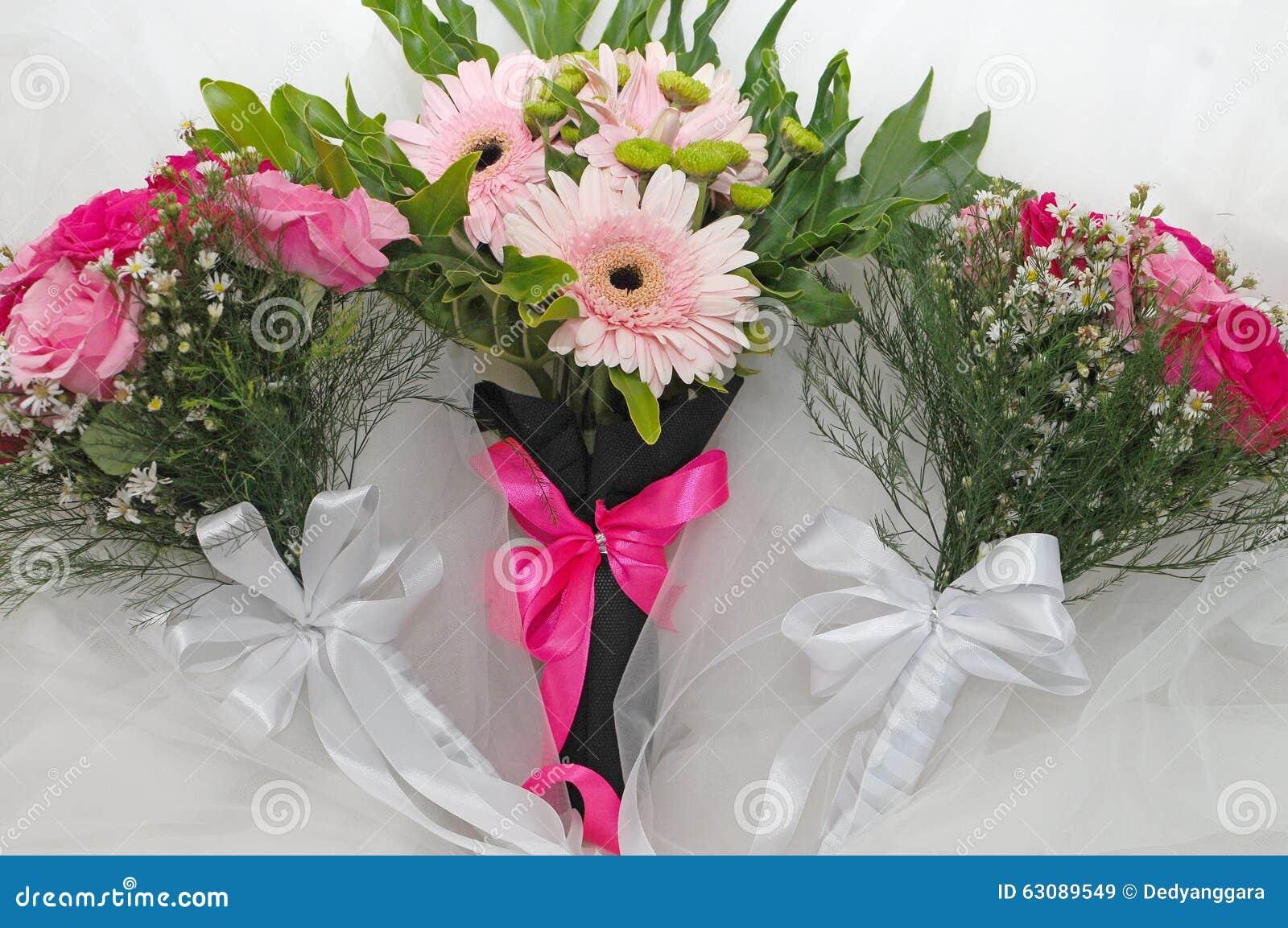 Download Fleurs Pour La Jeune Mariée Image stock - Image du fille, couleur: 63089549