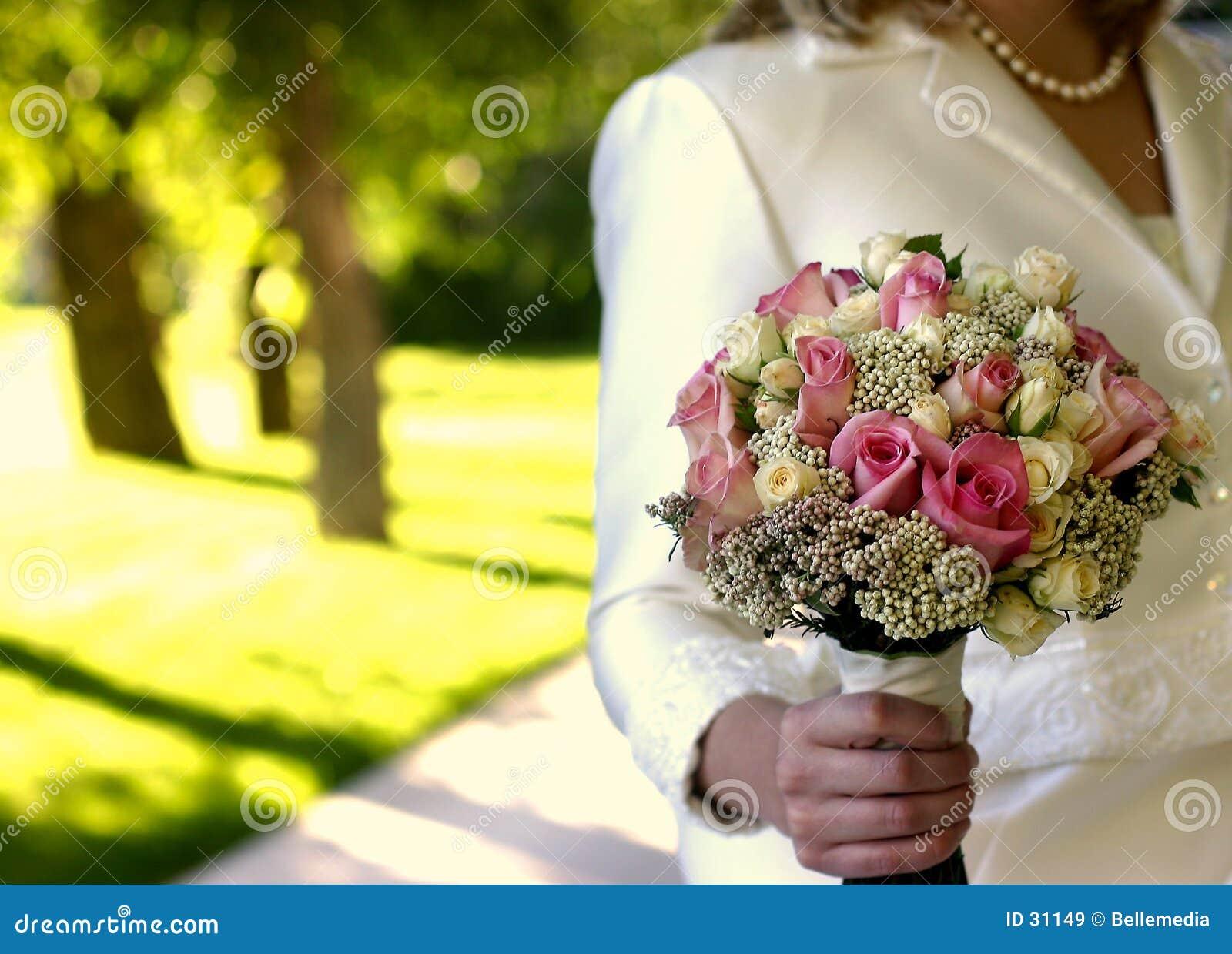 Fleurs pour une mariée à son mariage