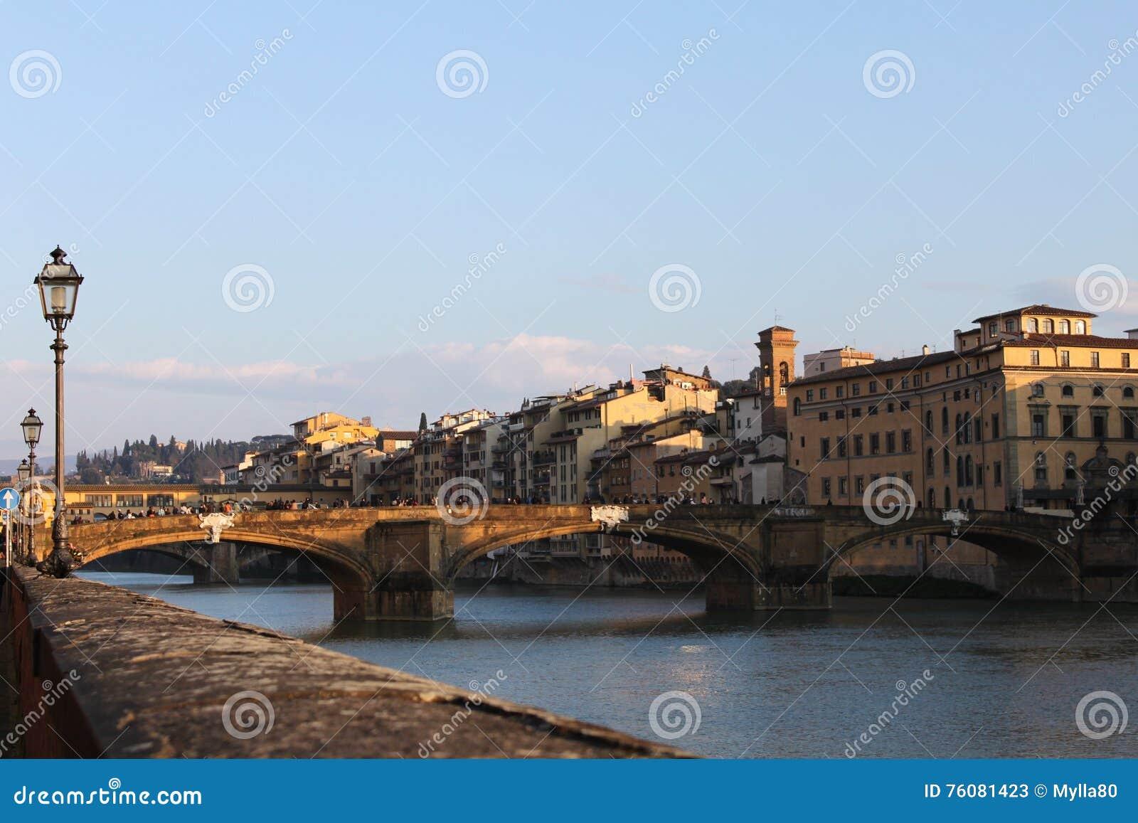 Fleuve d Arno à Florence - en Italie
