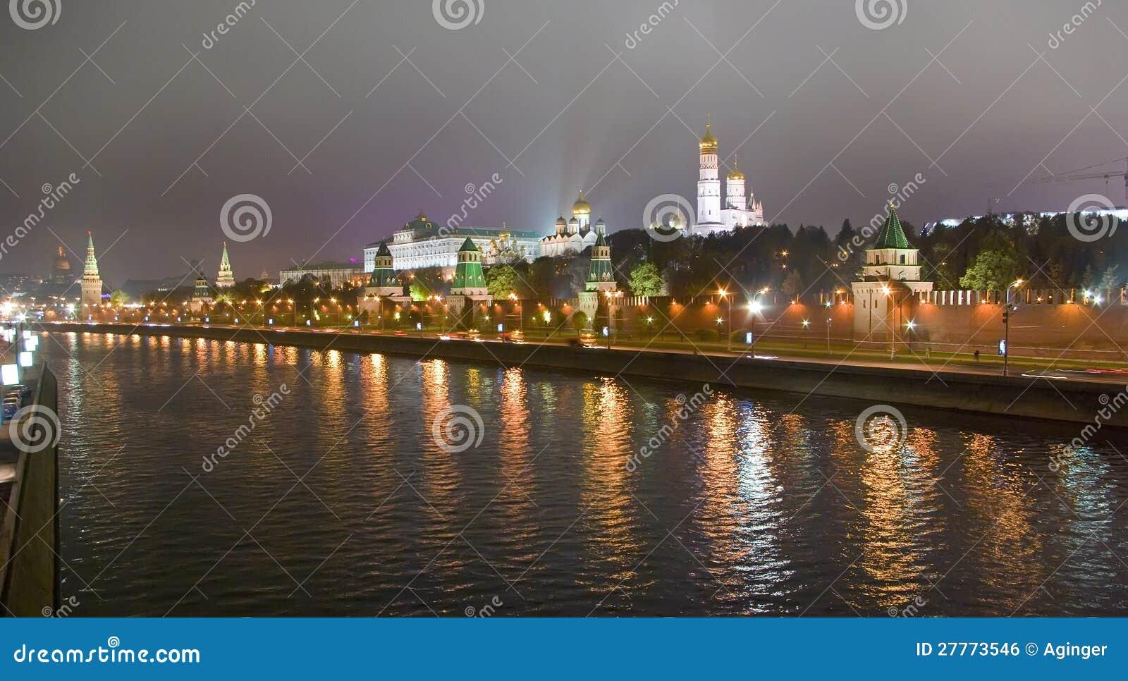 Fleuve de Moscou par nuit