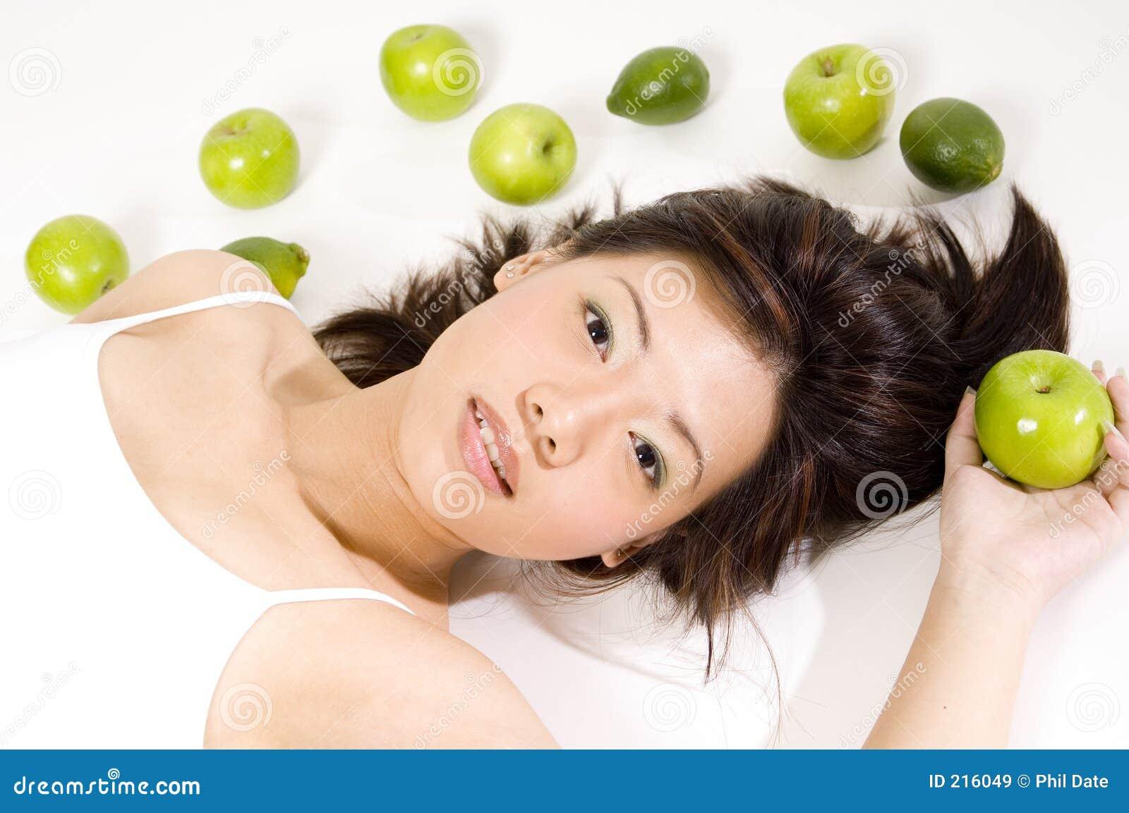 Flicka för 10 frukt