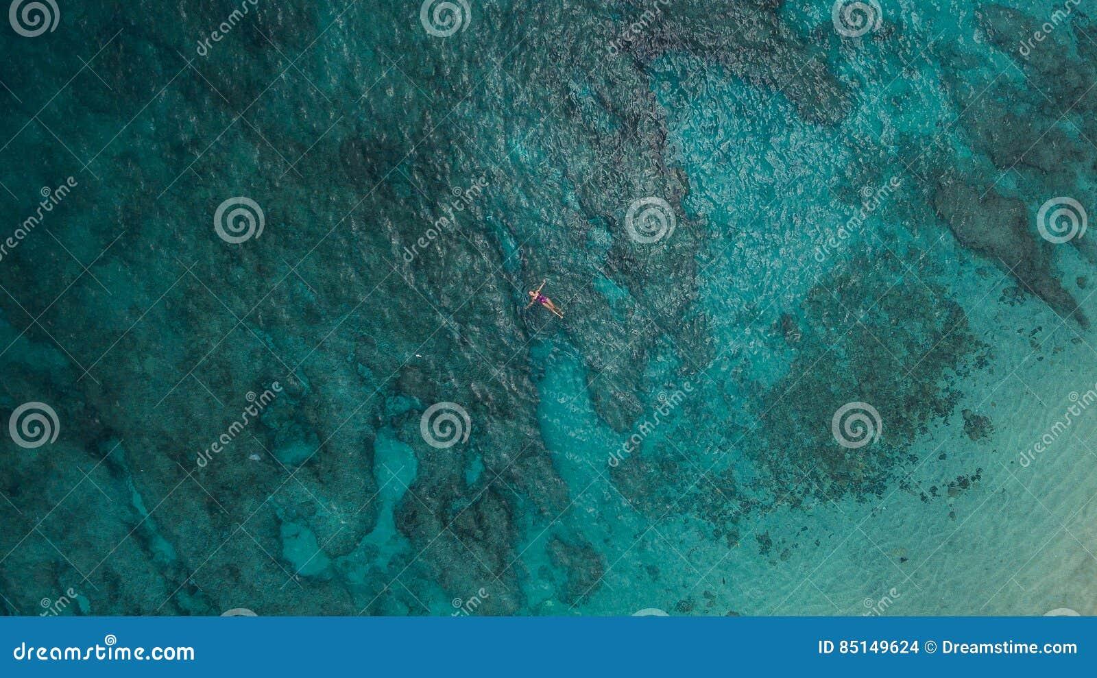 Flicka i havet