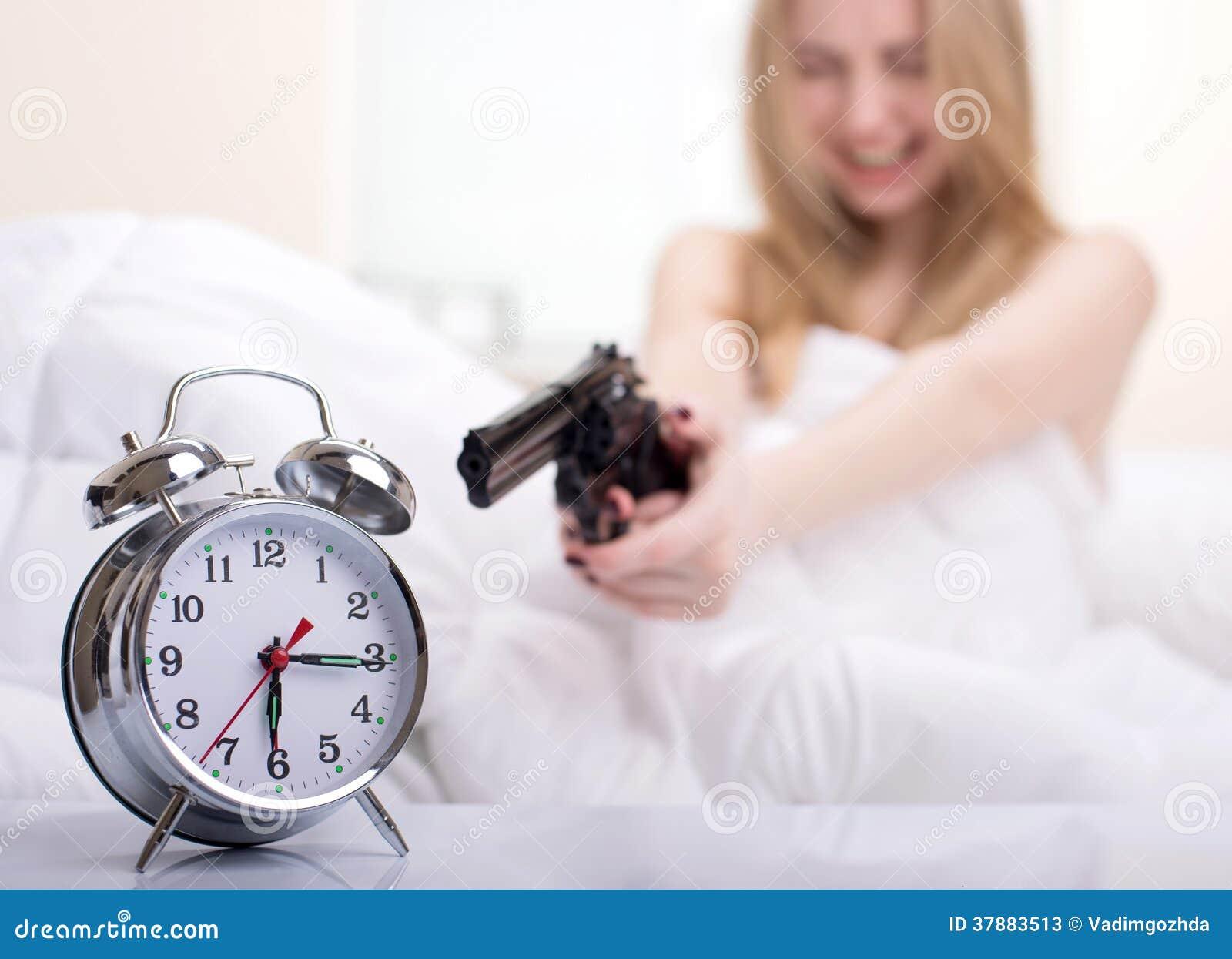 Flicka i säng