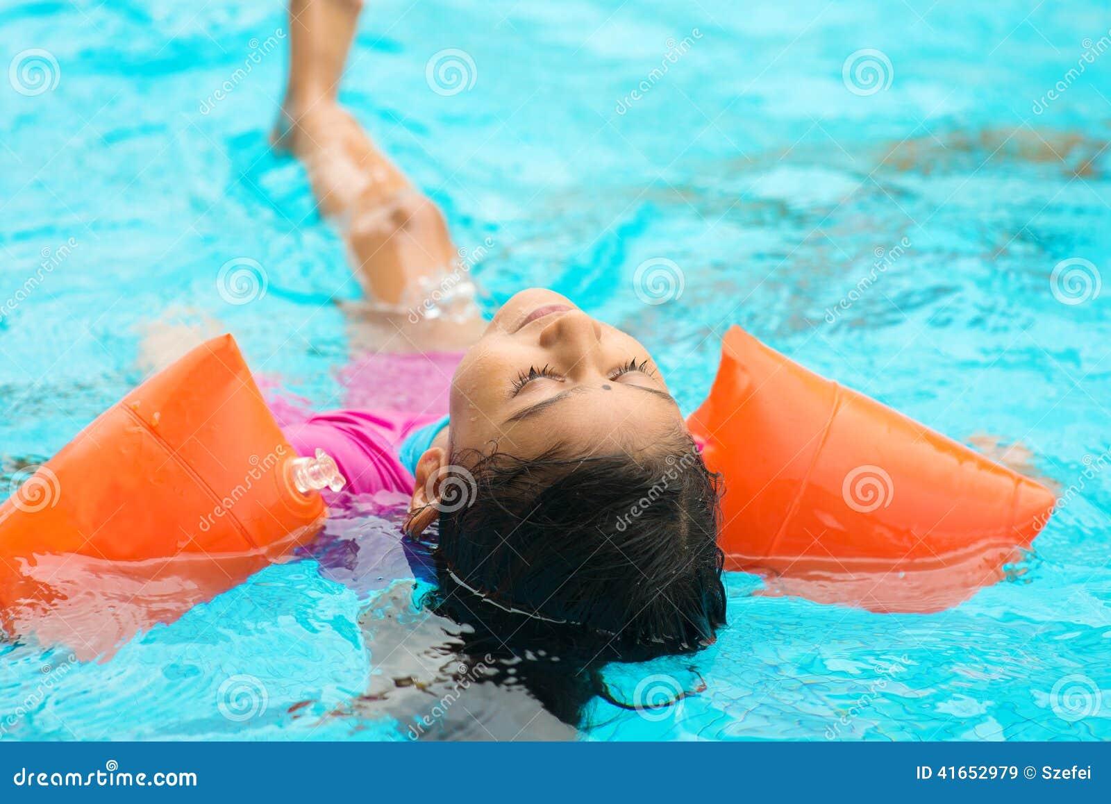Flicka little simning