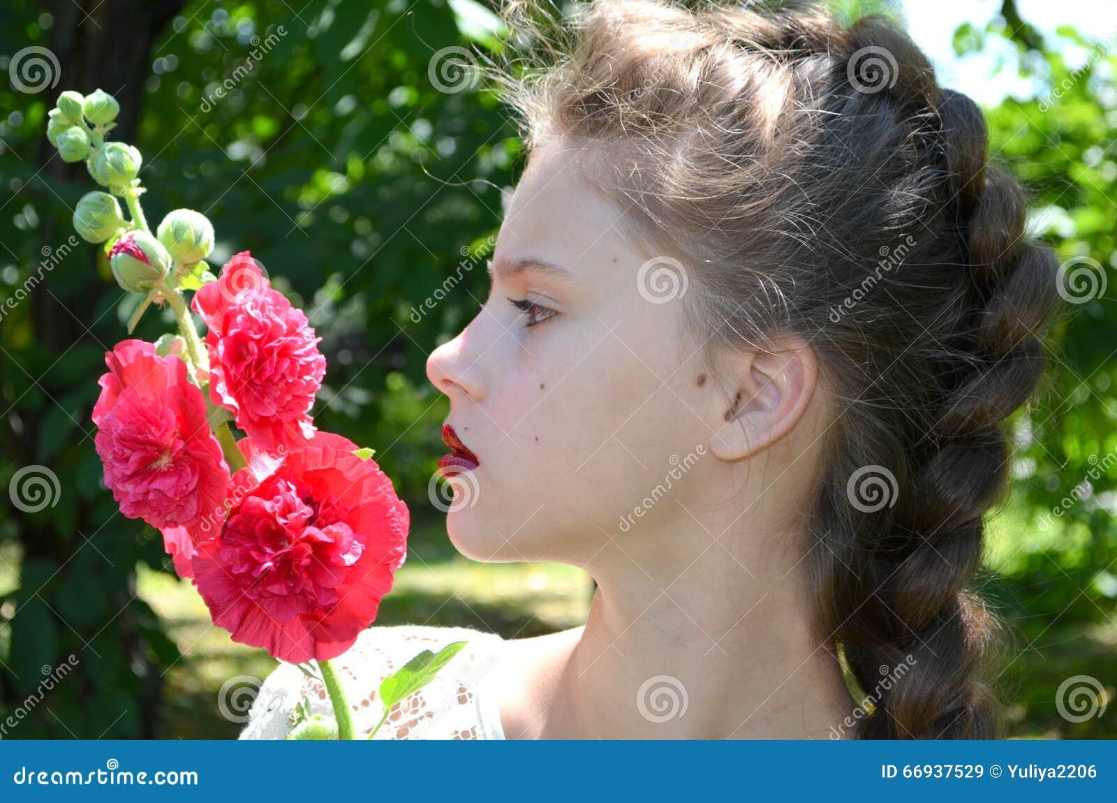 Flicka med den rosa malvan