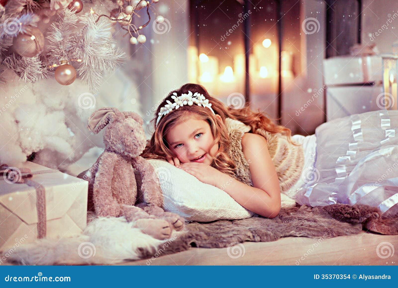 Flicka med en kanin