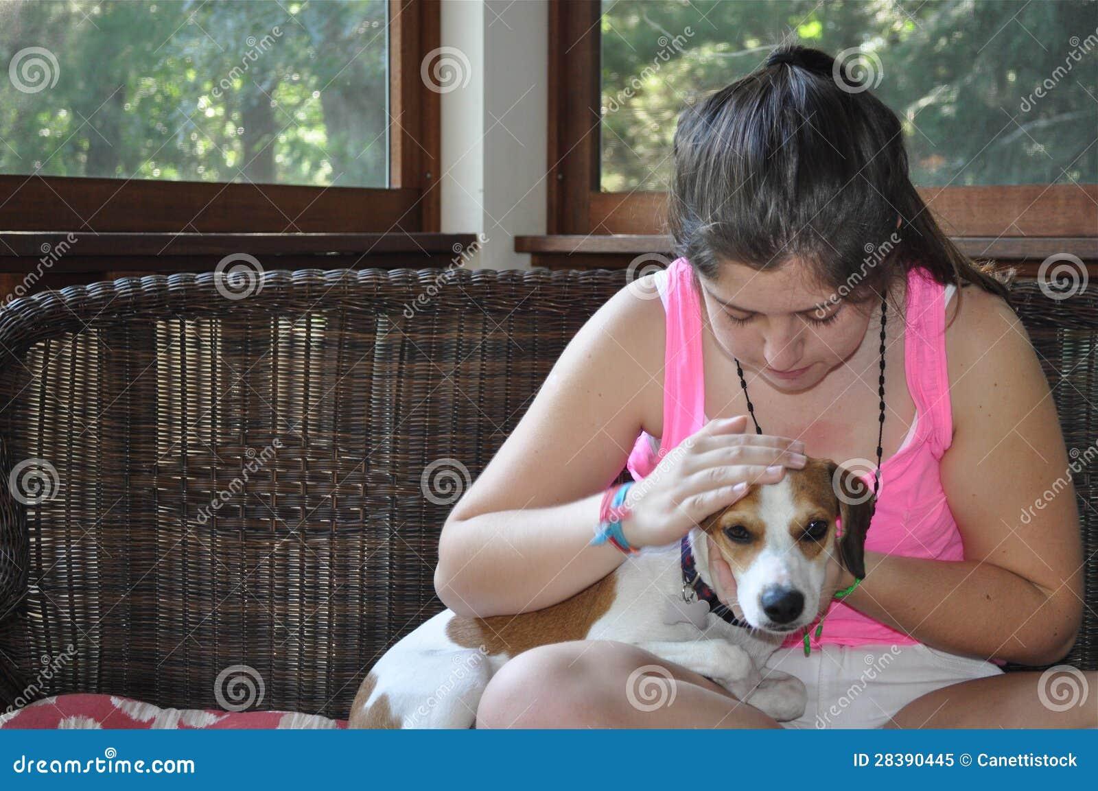 Flicka och husdjur