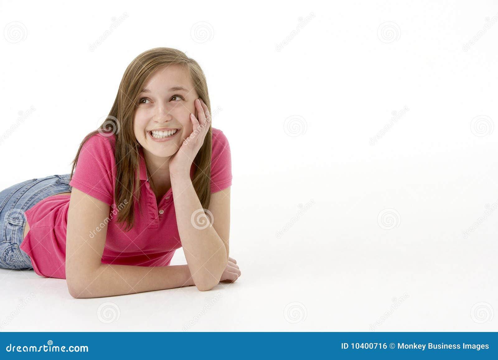 Flicka som lägger den tonårs- magen