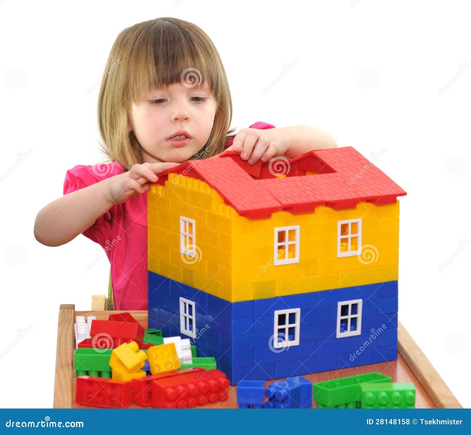 Flicka som leker med kvarter