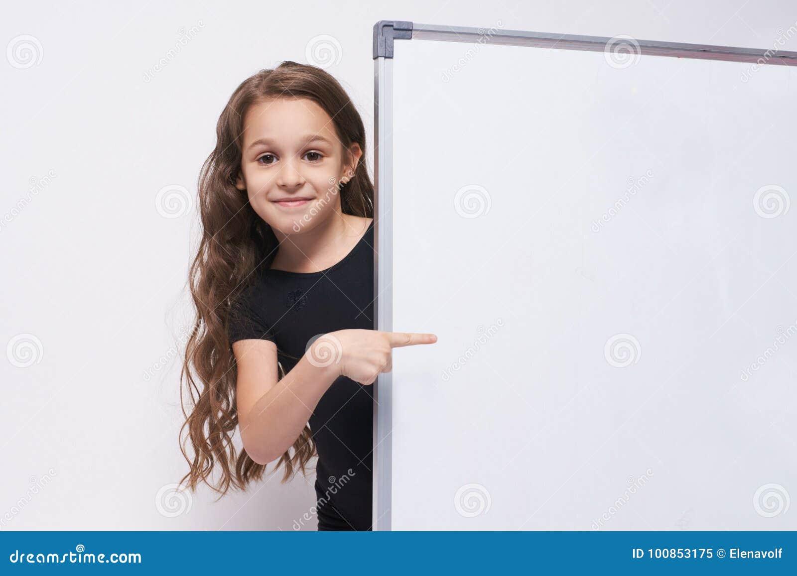 Flicka Stående barn boaen brunett gest show