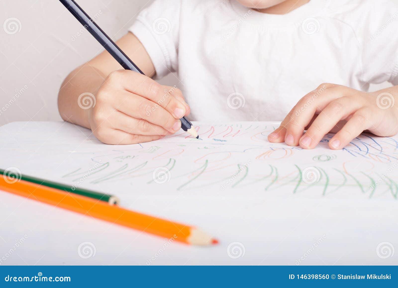 Flickaattraktionerna i kul?ra blyertspennor