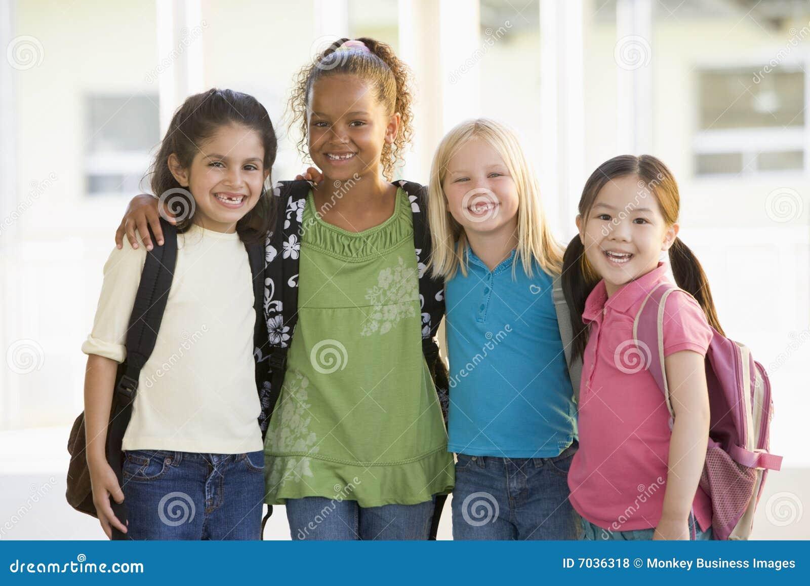 Flickadagis som tillsammans plattforer tre