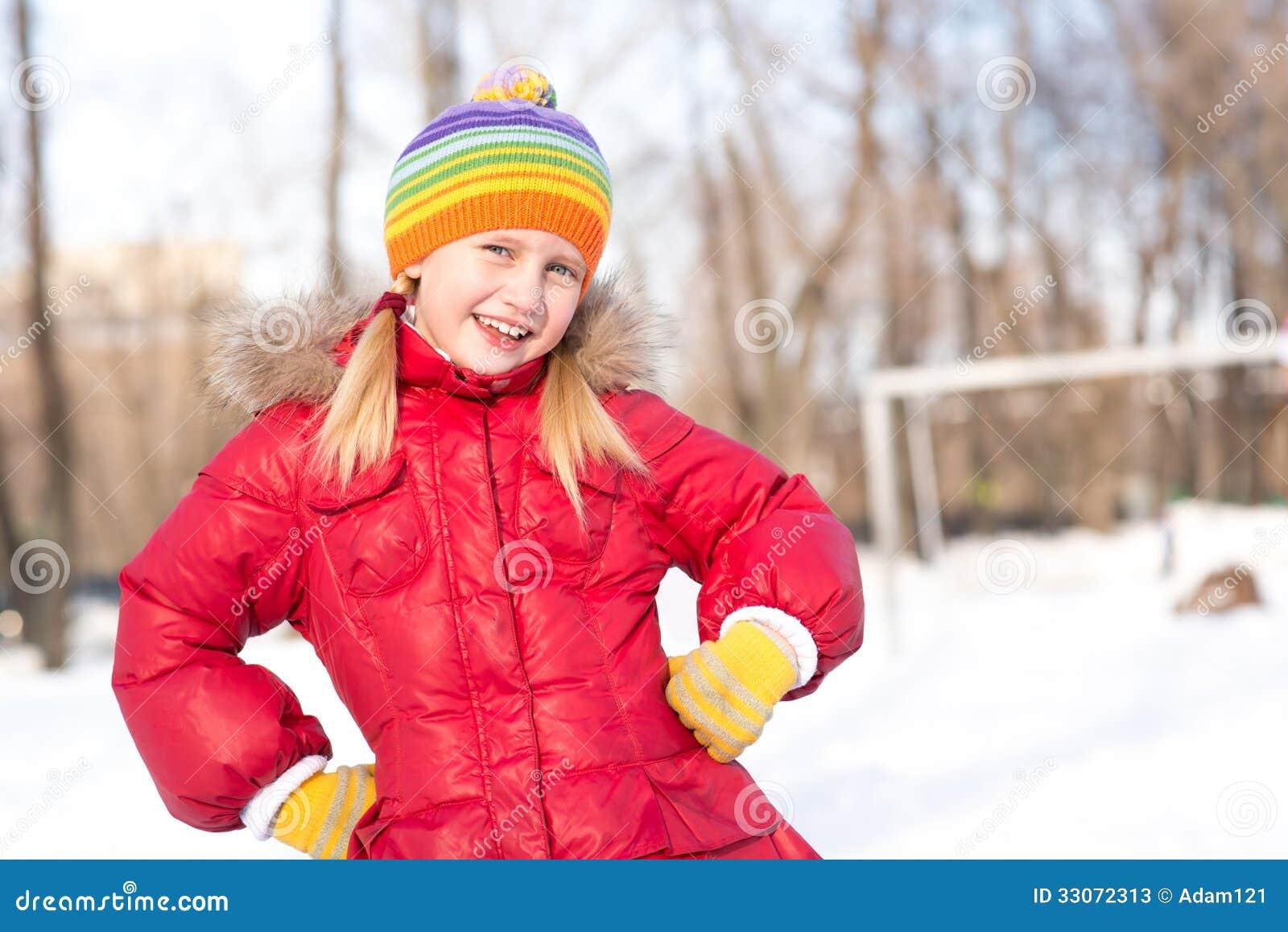 Flickan i en vinter parkerar