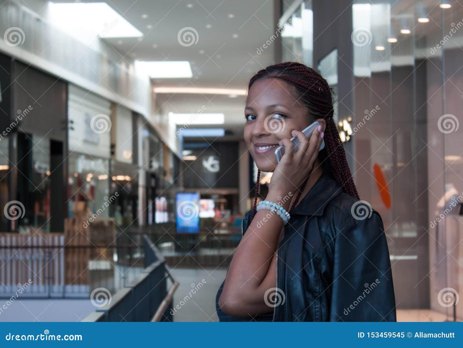Flickan som talar p?, ringer