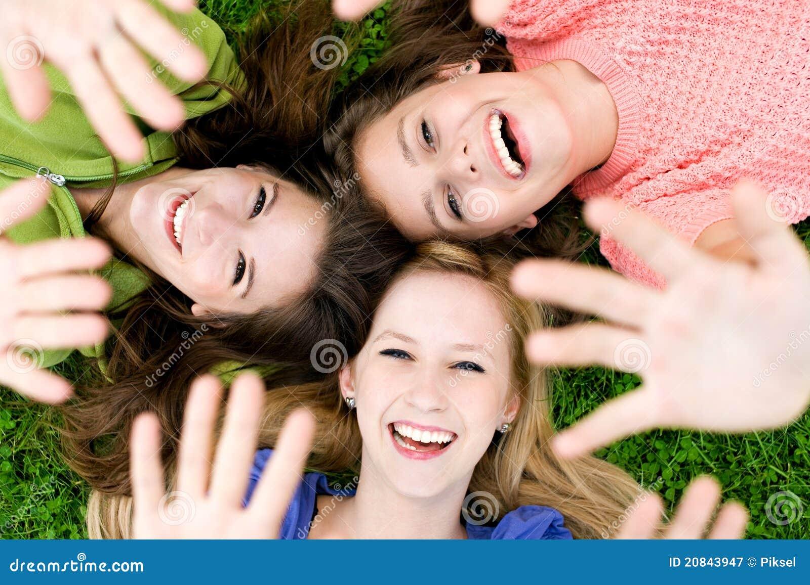 Flickor hands tre som vågr
