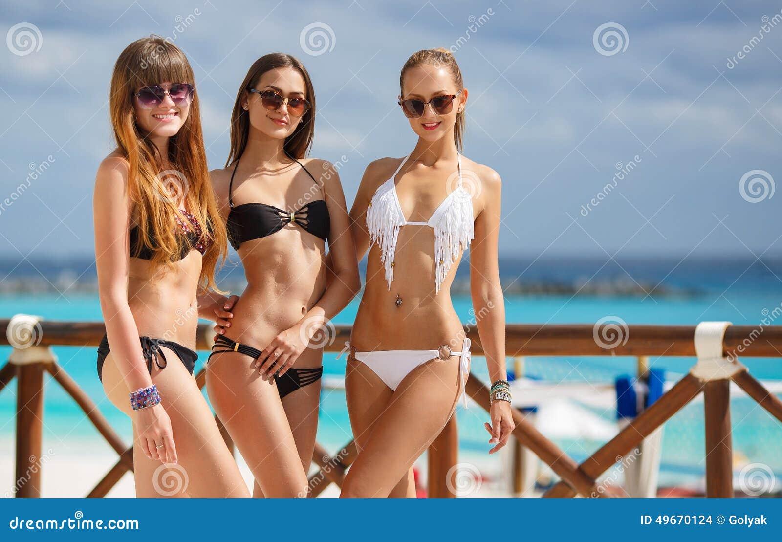 flickor i bikini