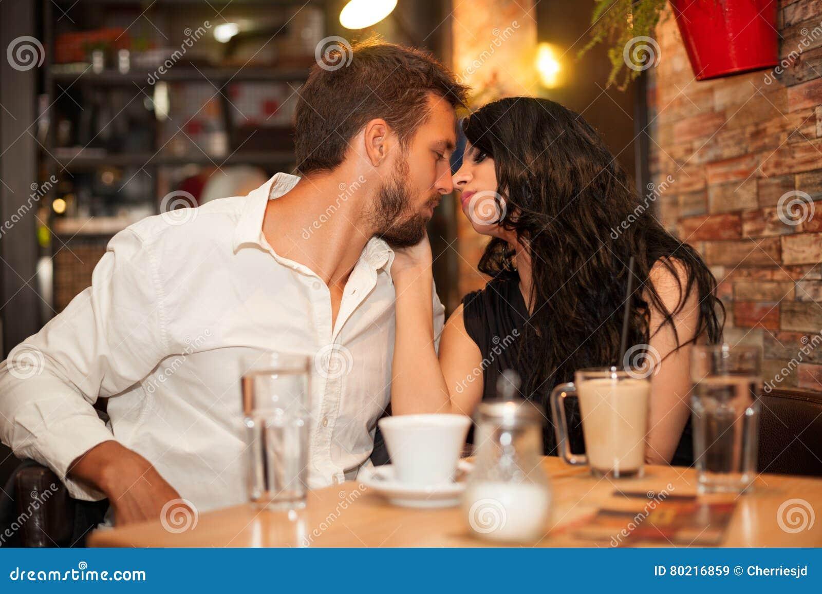 är du dating eller bara vänner fråge sport