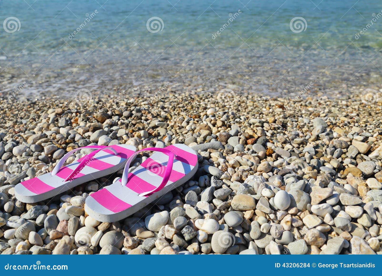 Download Flipmisslyckanden På Den Pebbled Strandcloseupen Arkivfoto - Bild av pebble, livsstil: 43206284