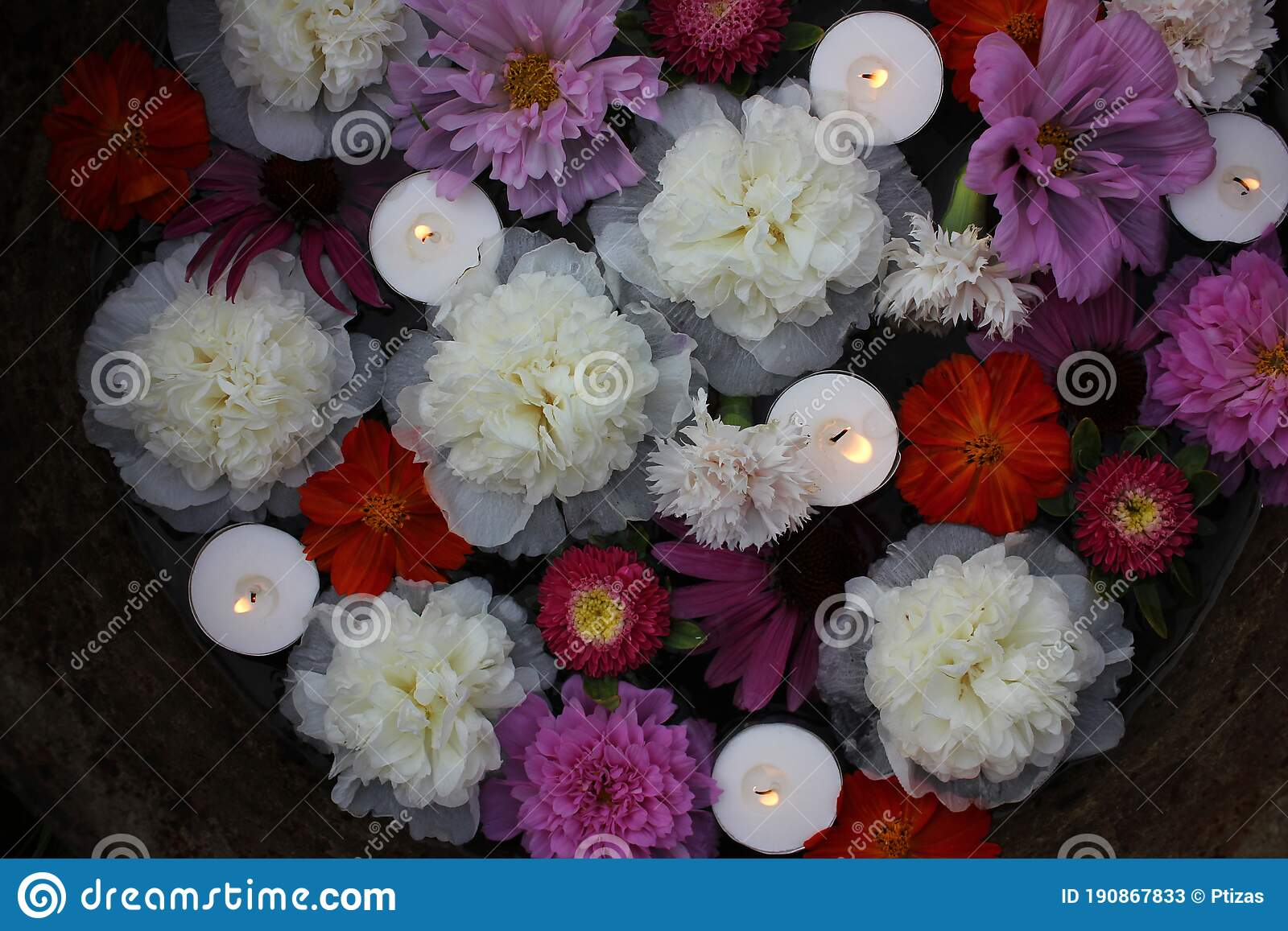 Floating Candles And Flowers In Old Zins Basin Summer Garden Party Outdoor Decor Ideas Stock Image Image Of Light Ideas 190867833