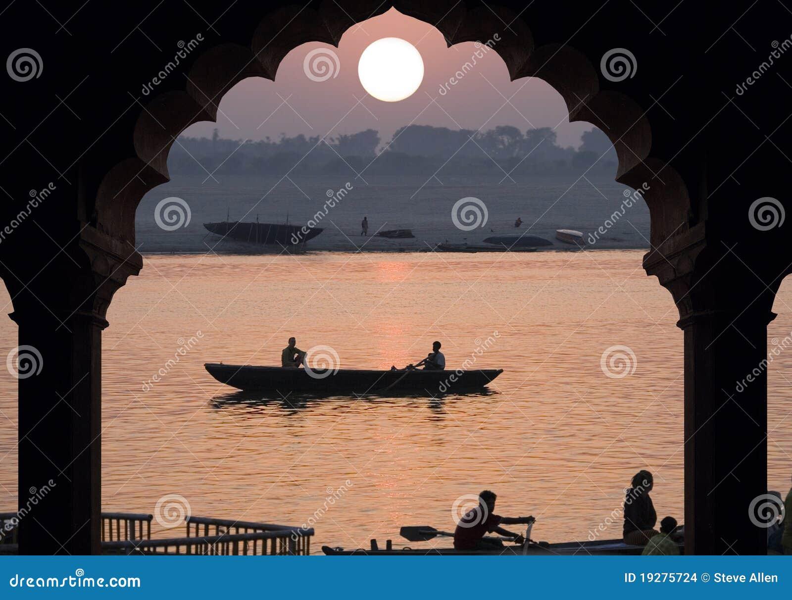 Flod Ganges - soluppgång - Indien