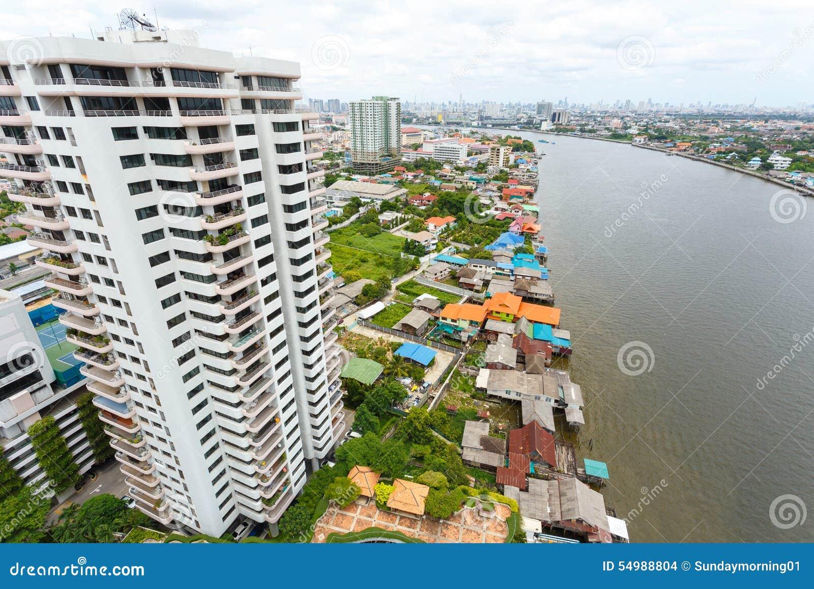 Flod i den Bangkok staden