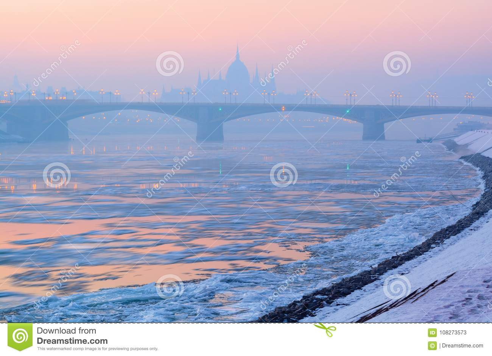Flod isflak, Margaret bro, parlamentöversikt i vinter, Budapest
